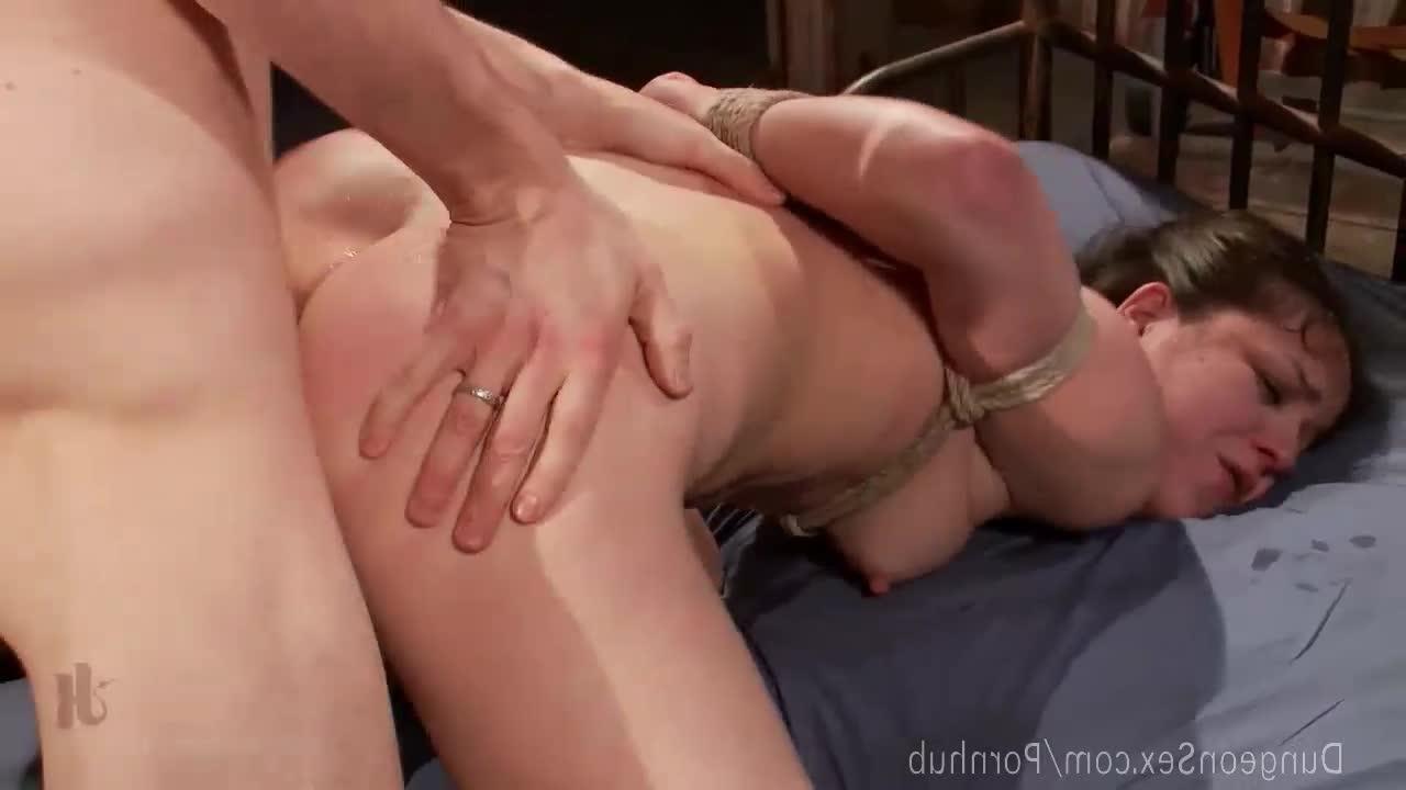 Громкий секс с волосатой киской