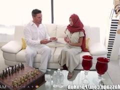 Гиг Порно Как арабская девушка и предполагала, она сильно возбудилась от ласковых прикосновений массажиста. И не устояла перед соблазном, познакомившись поближе с его пенисом!