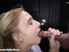 Молодая сучка впервые в жизни сосет чей-то хуй через дырку в стене