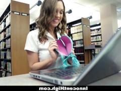 Придя в библиотеку, развратная порно модель интересуется отнюдь не книжками, а просто желает потрахаться с библиотекарем. И ей легко удается совратить мужика на сношение!