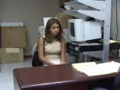 Молодая деваха разделась и потрахалась во время собеседования о работе