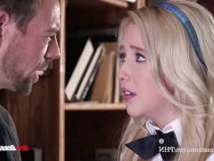Молодая студентка предлагает профессору потрахаться с ней и кончить