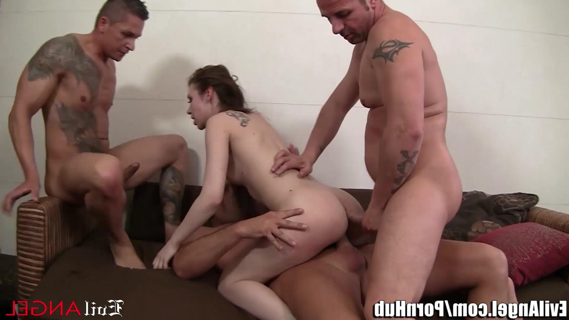 Порно видео жестоко трахает