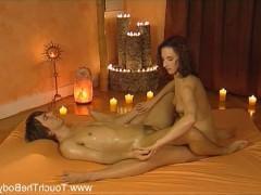 Экзотический эротический массаж молодой девки с дрочкой фаллоса клиента
