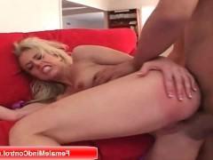 Зрелая блондинка обожает получать хуй по очереди в рот и упругую жопу