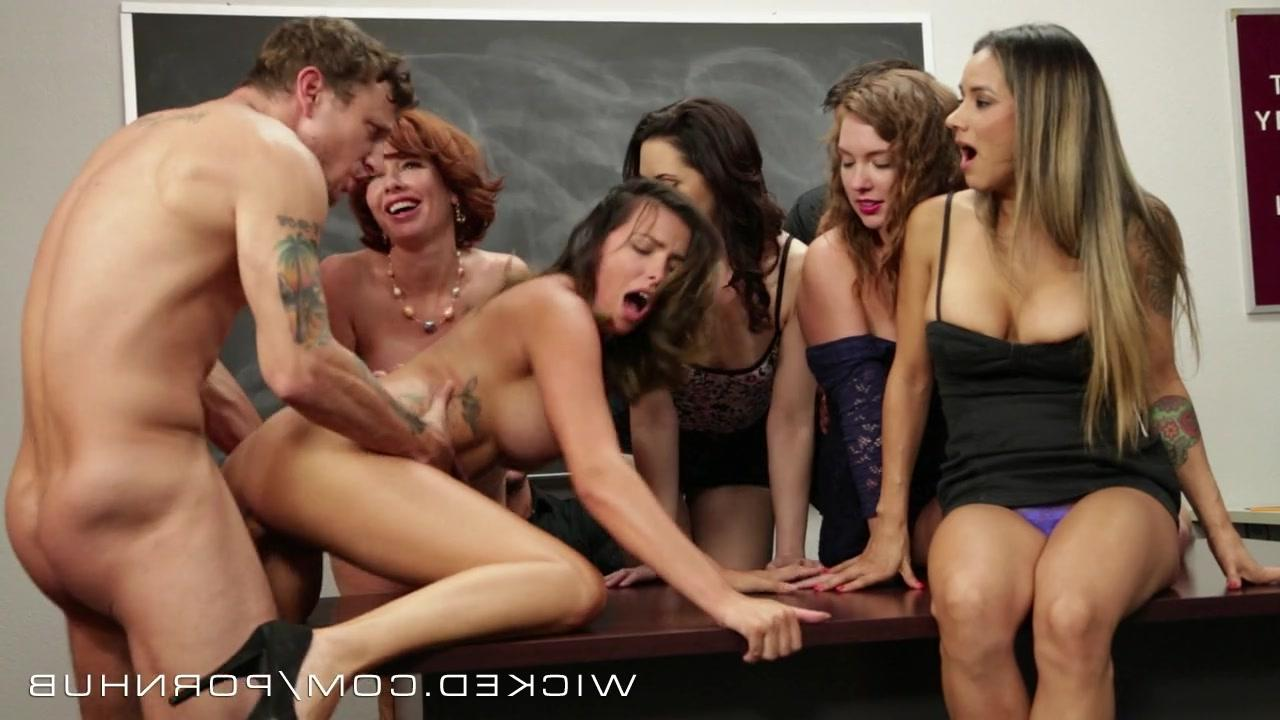 Смотреть порнофильмы учительницы в групповом сексе фото 552-750