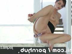 Гиг Порно  Многочисленные оргазмы молодой шлюшки во время интенсивной дрочки