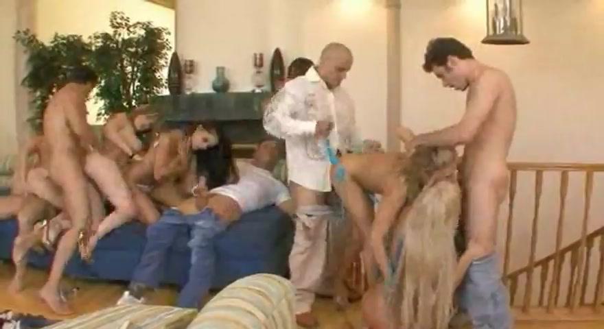 Видео порно старый сосед ебет молодую соседку