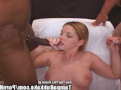Толстая зрелая порно звезда сосет мужские фаллосы без всякого стеснения