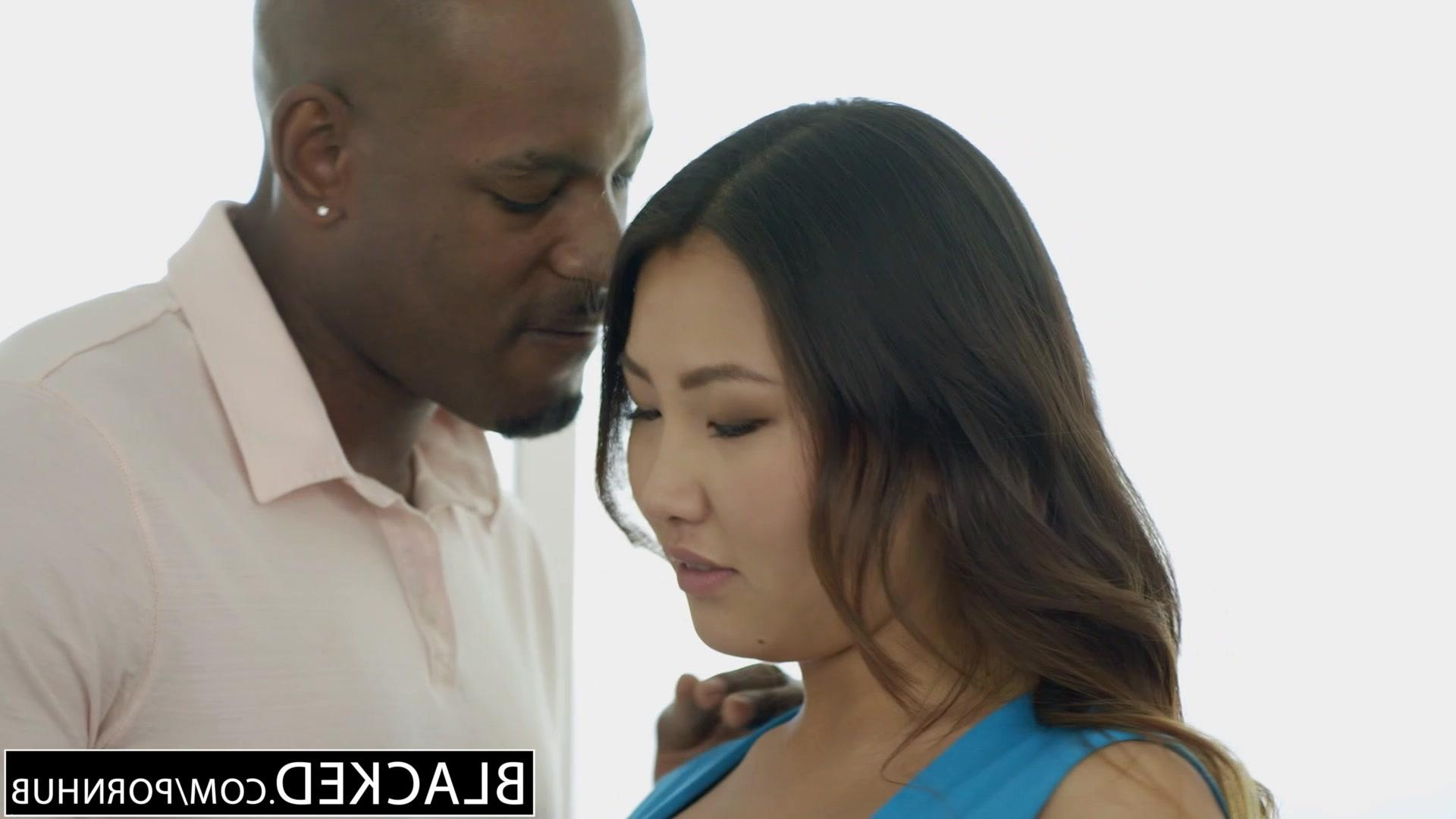 Порновидео: азиатка сосет негру фото 78-814