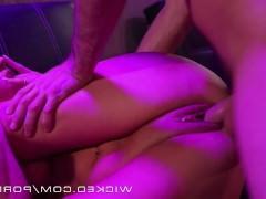 Развратная оргия в ночном клубе со зрелыми порно звездами