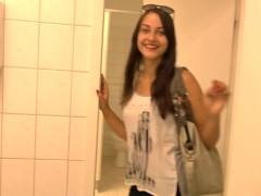 Молодая немка не прочь сексуально пошалить в туалете обычного магазина