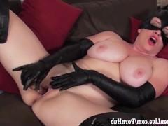 Гиг Порно в жопу первые Пышногрудая зрелая женщина кошка неистово терзает влагалище вибратором и кончает