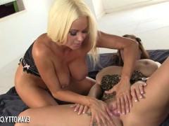 lesbiyanki-derzko-trahayutsya-v-popu-video