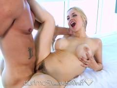 Грудастая зрелая порно звезда позволяет массажисту жестоко оттрахать ее