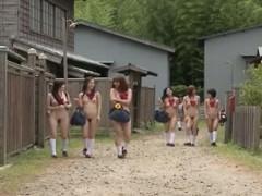 Гиг Порно  Молодые японки сосут хуй выбранного кандидата на улице