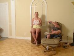 Зрелая жена подрочила перед мужем и увлекла его на активный трах с ней в постели