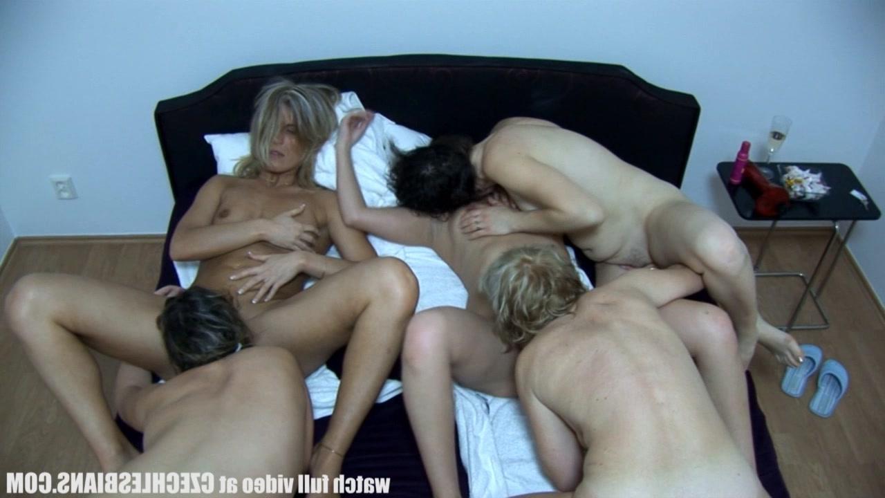 Скрытая камера дома постели секс