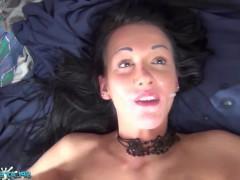 Знаменитая зрелая порно модель готова пить спермы от толпы кончающих фаллосов
