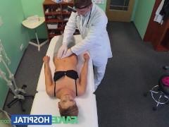 Гиг Порно  Молодая брюнетка возбудилась от осмотра врача и готова заняться с ним сексом