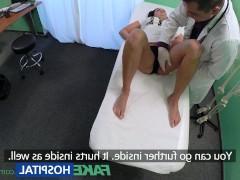 Развратная молодая пациентка быстро соблазнилась фаллосом врача и ебется у него на приеме