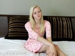 Очередной сексуальный кастинг заканчивается смачным трахом молодой блондинки в постели