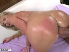 Подборка горячего и экстремального траха в большие жопы зрелых порно моделей