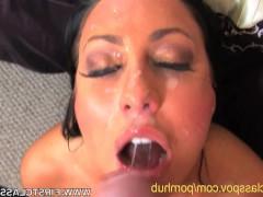 Молодая деваха старается полноценно удовлетворить мужчину в его гостиничном номере