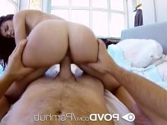 Молодая порно модель вышла из ванной и готова ебаться с чуваком