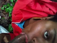 Хуй мужа заставляет зрелую жену встать на колени в парке и сосать
