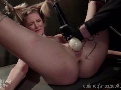 Гиг Порно мало сучки Связанная молодая блондинка получает многочисленную дрочку дилдо в беспомощном виде