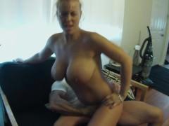 Грудастая зрелая жена обожает ебаться по всей квартире с мужем